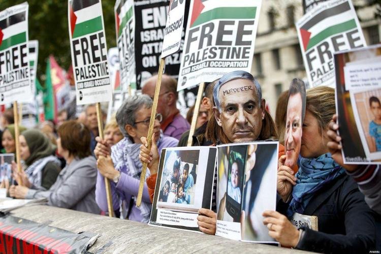 pro-israel-and-pro-palestinian-protestors-outside-downing-st-during-netanyahu-visit-sep-9-2015-7-palestine-protestors